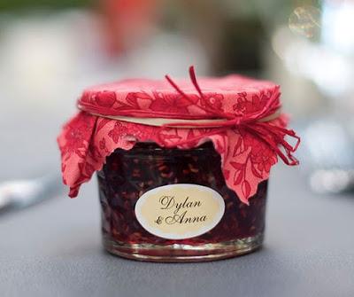 Oryginalne pomysły na weselne podziękowania dla gości.