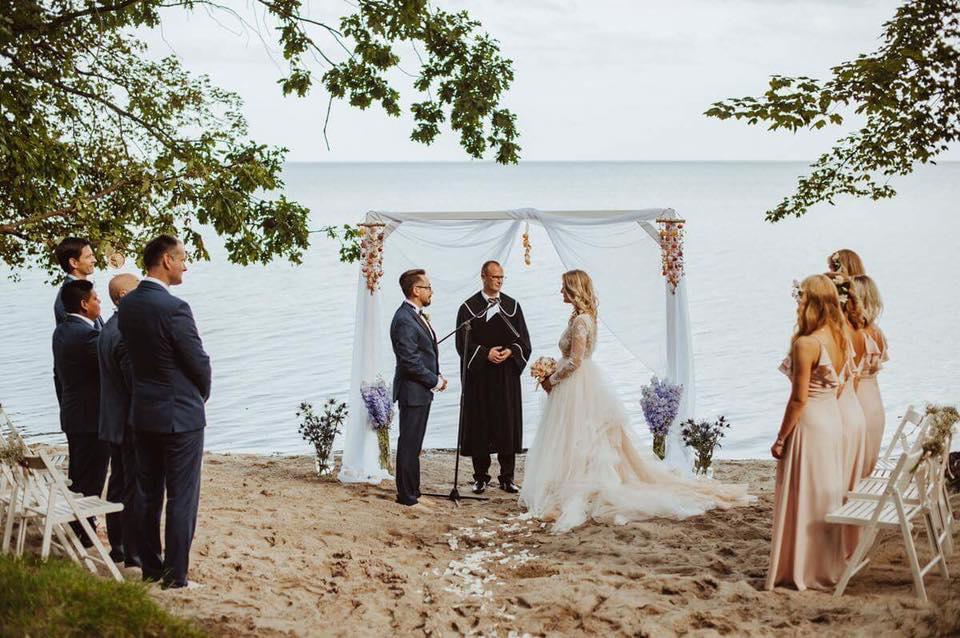 dekoracja ślubu na plaży