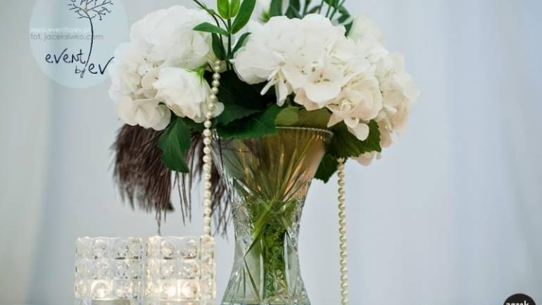Perły, pióra, brokat – stylizacja ślubna Joasi i Piotra
