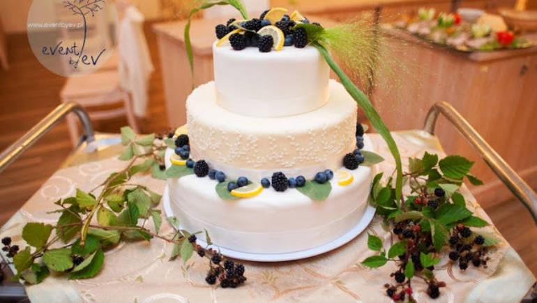 Tort ślubny – czyli słodki bohater każdego wesela!