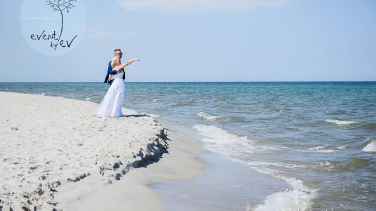 Wesele na plaży – spełnione marzenie Eli i Piotra