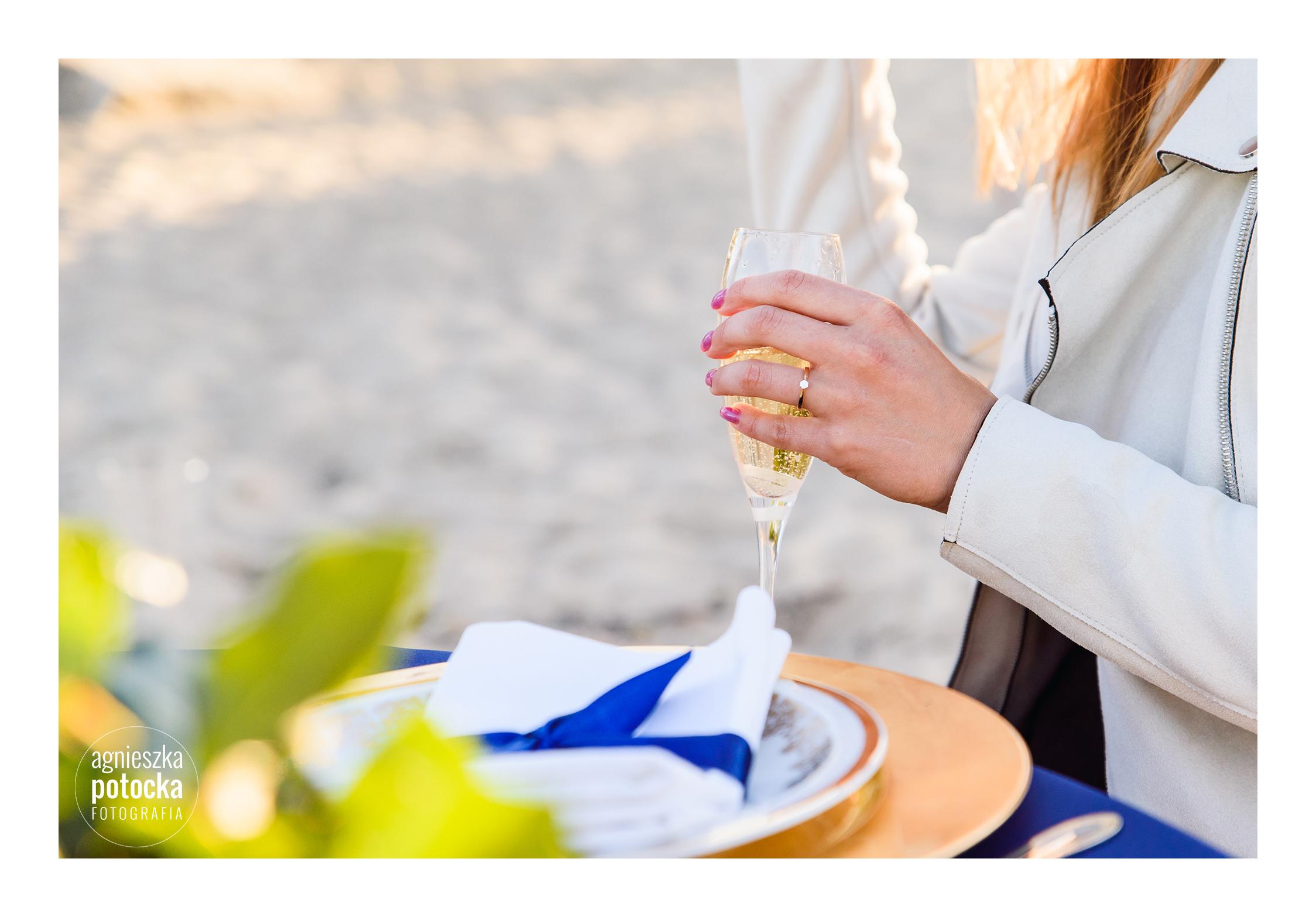 kolacja zaręczynowa na plaży